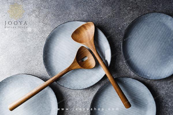 طبخ غذا با قاشق چوبی