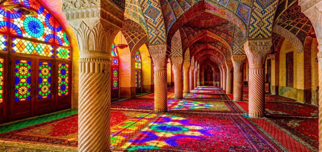 معماری اسلامی و آشنایی با بناهای شگفت انگیز