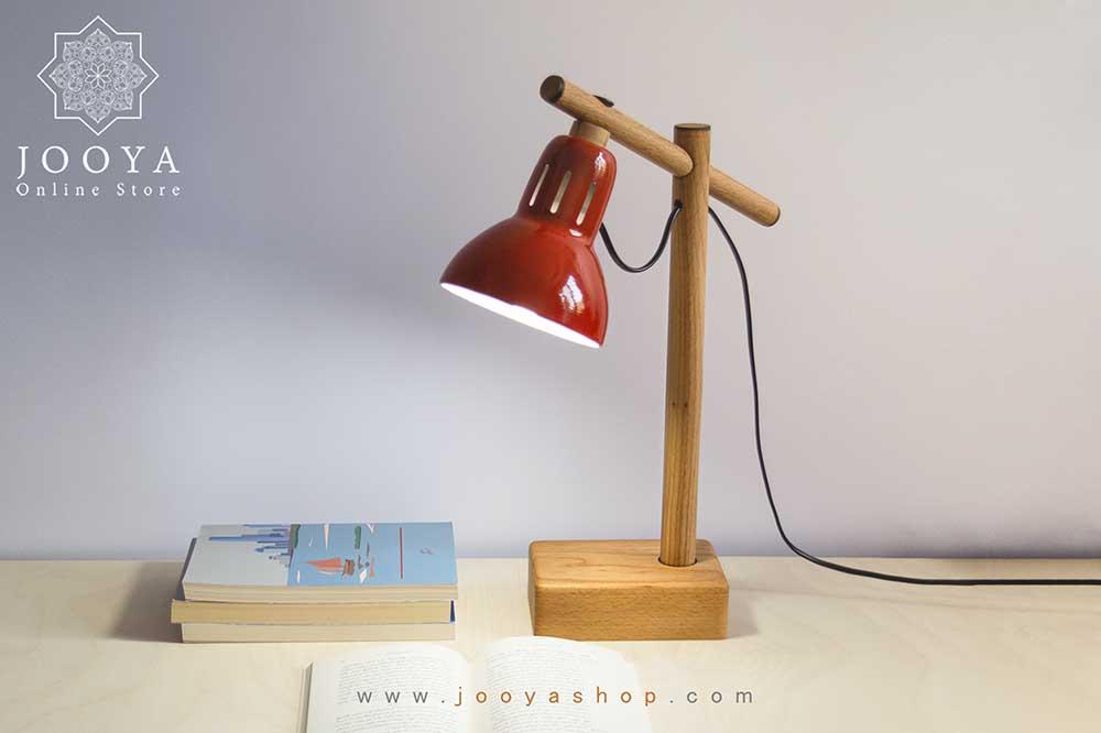 چراغ مطالعه چوبی قرمز